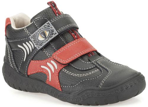clarks-stomp-kick-black-500